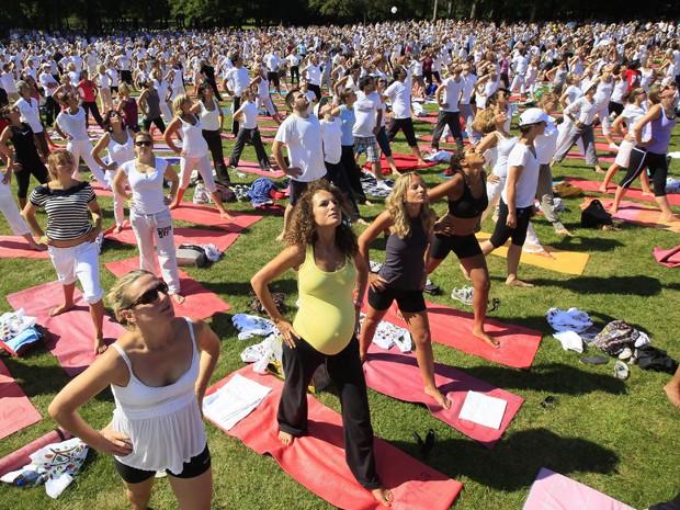 Cerca de 3.000 pessoas participaram do evento, que teve como objetivo incentivar o bem estar, disseram os organizadores (Foto: Reuters)