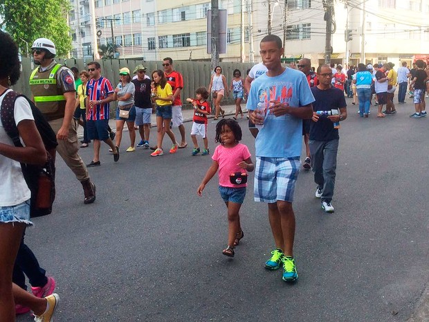 Criançada marcada presença na Arena Fonte Nova (Foto: Maiana Belo/G1)