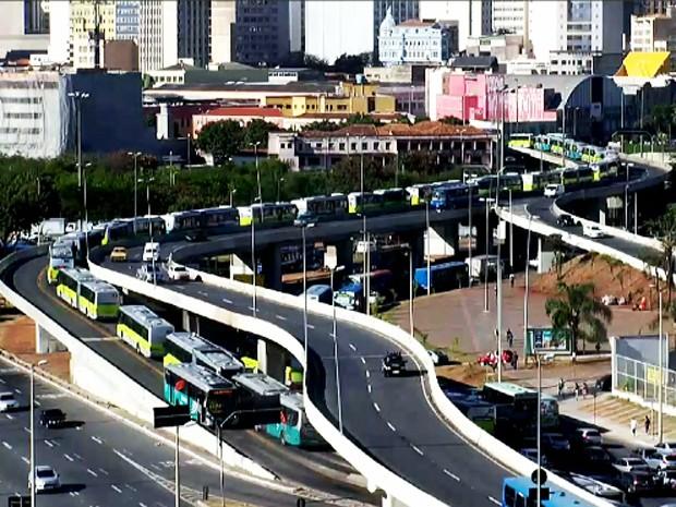 Trânsito fica congestionado em Belo Horizonte (Foto: Reprodução TV Globo)