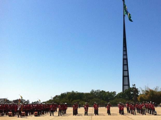 Evento de troca da bandeira (Foto: Fabiano Costa/G1)