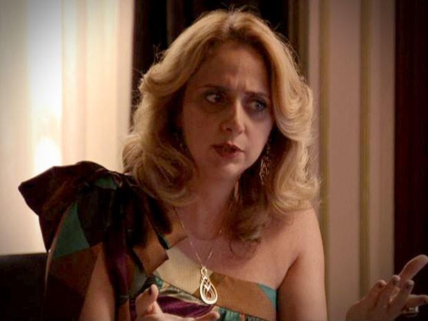 Ivana fica desconfiada de ligação de Max e Lucinda (Foto: Avenida Brasil/TV Globo)