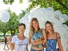 Priscila Fantin e Yasmin Brunet participam de feira de adoção no Rio