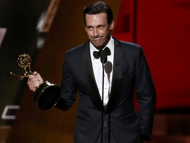 Após ser indicado oito vezes, Jon Hamm finalmente leva o prêmio de melhor ator em série dramática por 'Mad Men' (Foto: REUTERS/Lucy Nicholson)