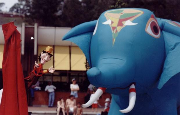 Gigantes de ar, do grupo Pia Fraus (Foto: Gil Grossi)