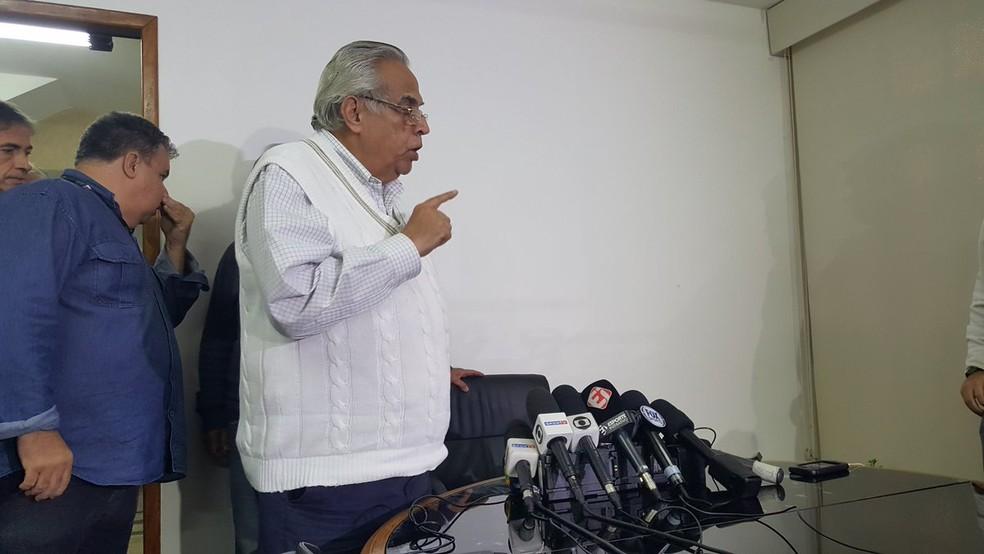 Eurico Miranda concede entrevista em São Januário (Foto: Felipe Schmidt)
