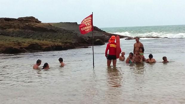 Praia do Amor, em Tibau do Sul, possui aviso de correnteza (Foto: Divulgação/Corpo de Bombeiros)