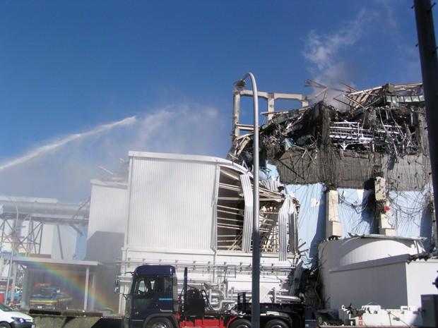 Foto tirada em março de 2011 e divulgada em no dia 1º de fevereiro de 2013 mostra reator de Fukushima após tsunami (Foto: AFP/Tepco)
