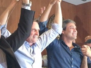 Crivella e Lindberg anunciam apoio (Foto: Káthia Mello/G1)