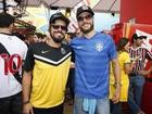 Rodrigo Hilbert, Paulo Vilhena e Dani Winits se encontram no Maracanã