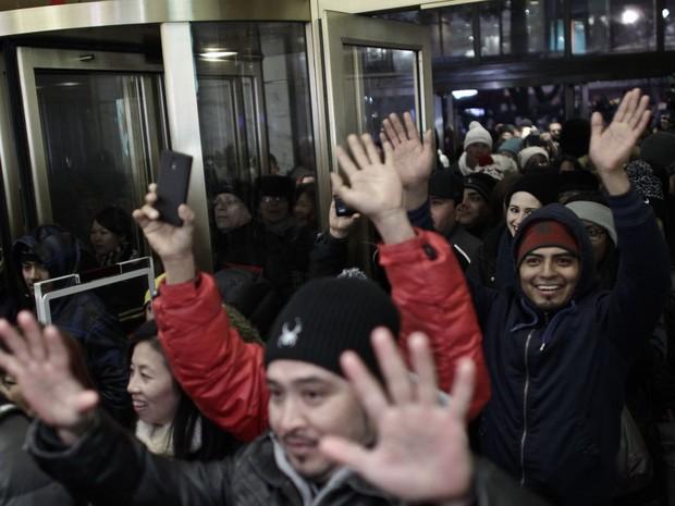 Pessoas entram na Macy´s da Herald Square no Dia de Ação de Graças na Black Friday em Nova York (Foto: Kena Betancur/Getty Images/AFP)