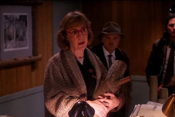Catherine Coulson na primeira temporada de Twin Peaks (Foto: Reprodução)