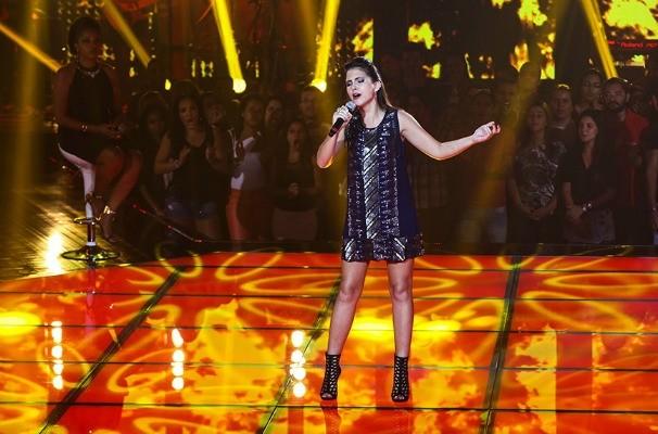 Marcela se apresenta no palco do The Voice Brasil (Foto: Fabiano Battaglin/The Voice Brasil)
