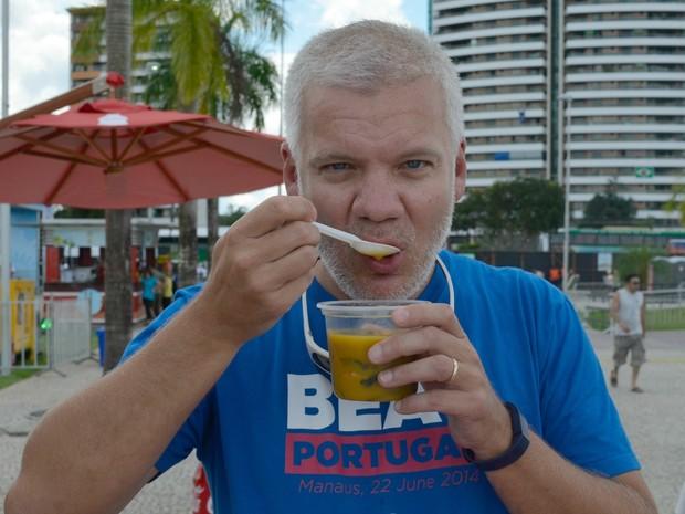O norte-americano Craig Farlei aprovou o tacacá amazonense no 11º Fifa Fan Fest (Foto: Natacha Portal/ G1)