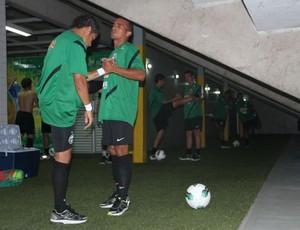 Coriitba se aquece no vestiário do Estádio SESI, em Manaus. Rafinha e Gil (Foto: Raphael Brauhardt / Divulgação Coritiba)