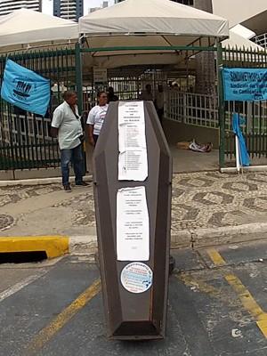 protesto contra morte de um vigilante em serviço (Foto: Imagens / TV Bahia)
