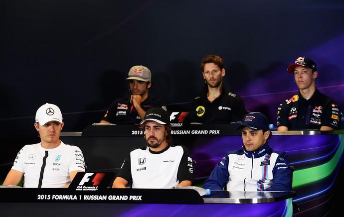 Felipe Massa ao lado de alguns de seus colegas durante a coletiva de imprensa (Foto: Getty Images)