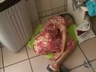 Dengue superlota hospital e idosa aguarda atendimento deitada no chão