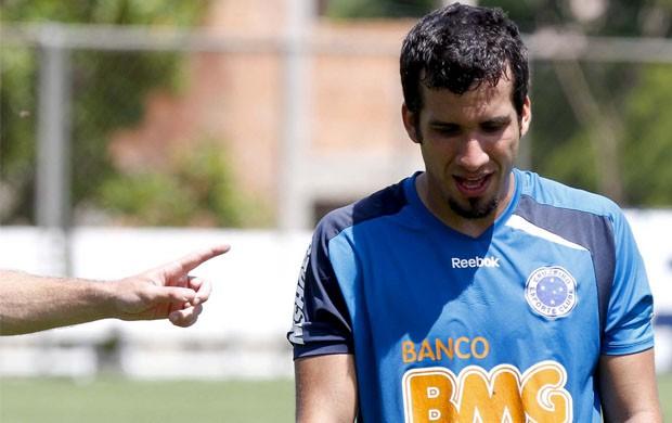Victorino deixa o treino, mas não preocupa (Foto: Washington Alves / Vipcomm)