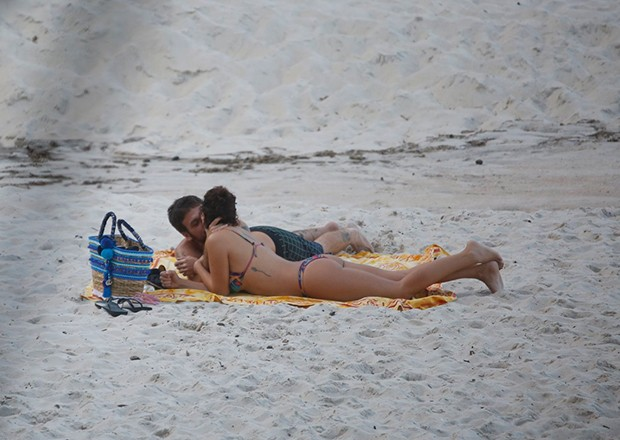 Fabiula Nascimento com o namorado (Foto: Agnews)