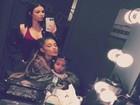 Kim Kardashian e North West tietam Ariana Grande em show