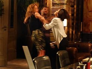 Josué tenta apartar as irmãs (Foto: Gshow)