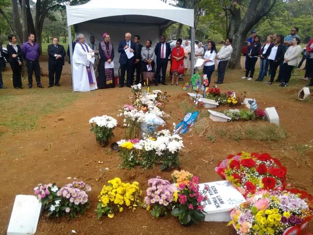 Missa em homenagem ao menino Ezra (Foto: Paula Paiva Paulo/G1)