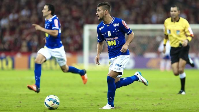 Arrascaeta em ação contra o Atlético-PR (Foto: Geraldo Bubniak/LightPress/Cruzeiro)