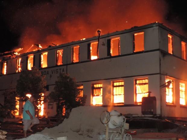 Incêndio destroi hotel (Foto: Jonas Seibert/Arquivo pessoal)