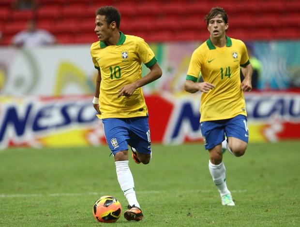 Neymar e Maxwell no jogo do Brasil com a Austrália (Foto: Mowa Press)
