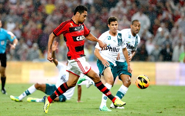 Hernane jogo Flamengo contra Goiás Copa do Brasil (Foto: Ivo Gonzalez / Agência O Globo)