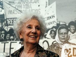 Estela de Carlotto, presidente da ONG Avós da Praça de Maio, localizou o neto desaparecido durante a ditadura na Argentina (Foto: Marcos Brindicci/Reuters)