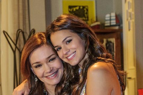 Julia Lemmertz e Bruna Marquezine em cena como Helena e Luiza (Foto: Alex Carvalho/ TV Globo)