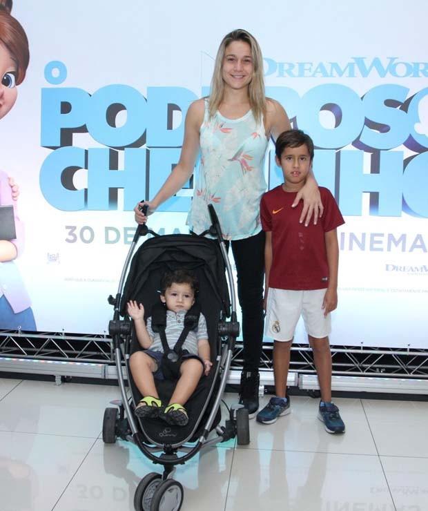Fernanda Gentil e família (Foto: Thyago Andrade- Brazilnews)