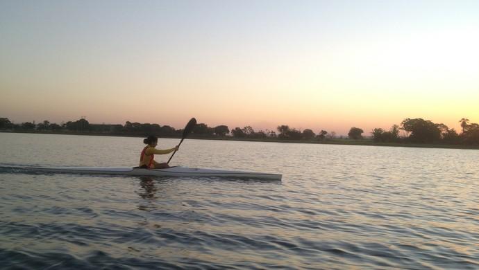 Lago de Porto Nacional é o cenário dos treinos da canoísta (Foto: Vilma Nascimento/GloboEsporte.com)