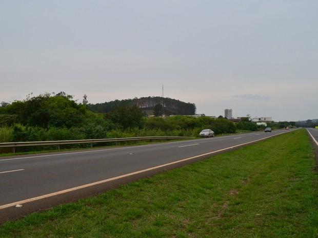 """Rodovia Fausto foi classificada como """"ótima"""" em pesquisa da CNT (Foto: Alessandro Meirelles/G1)"""