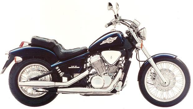 Imagem mostra Honda VT 600C Shadow de 2001, similar ao modelo customizado (Foto: Divulgação)