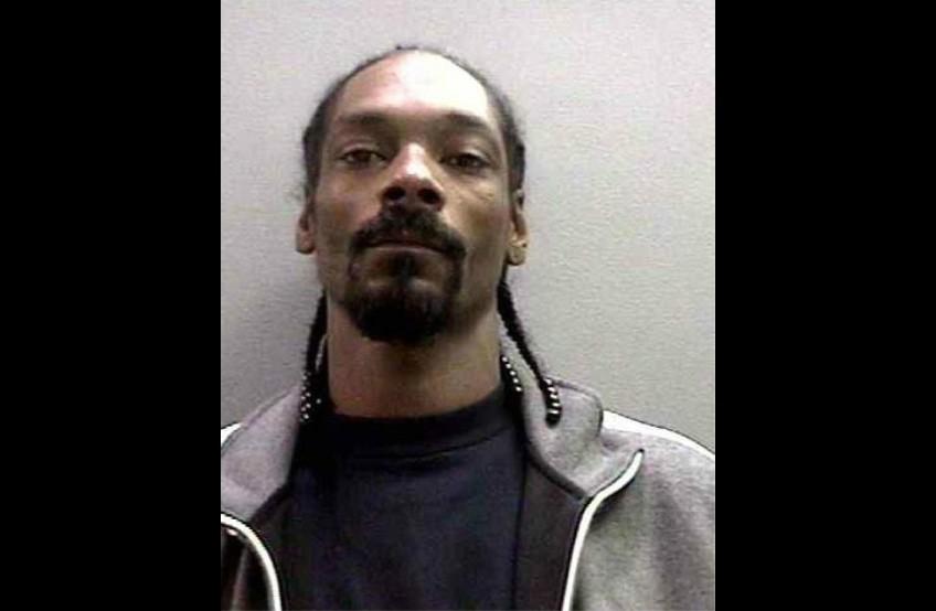 Snoop Lion (ex Snoop Dogg, Snoop Doggy Dogg, Snoop Zilla) em diversos momentos da vida. Acusações: porte de arma de fogo, porte de cocaína, homicídio culposo (sem intenção de matar), porte de maconha etc. (Foto: Divulgação)