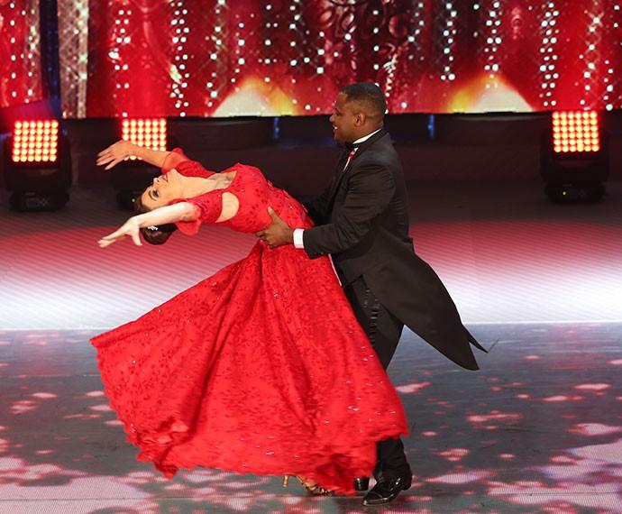 Françoise Forton arrasa no 'Dança' ao lado de Patrick Oliveira (Foto: Carol Caminha/Gshow)