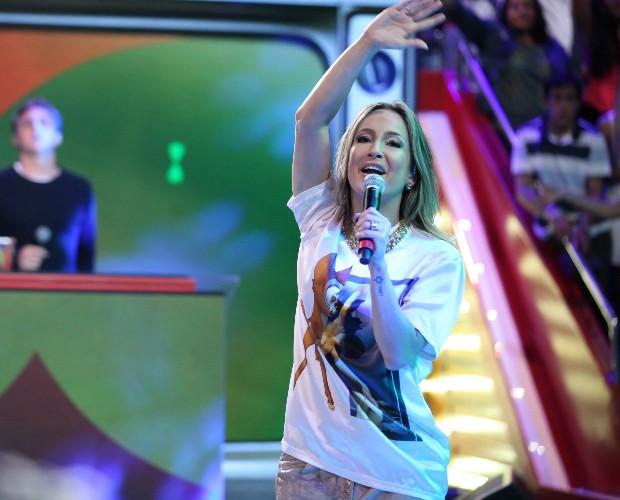 Claudia Leitte canta We Are One no palco do Caldeirão (Foto: Pedro Curi / TV Globo)