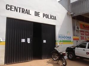 Suspeito de estupro foi encaminhado à Central de Flagrantes, em Porto Velho (Foto: Suzi Rocha/G1)