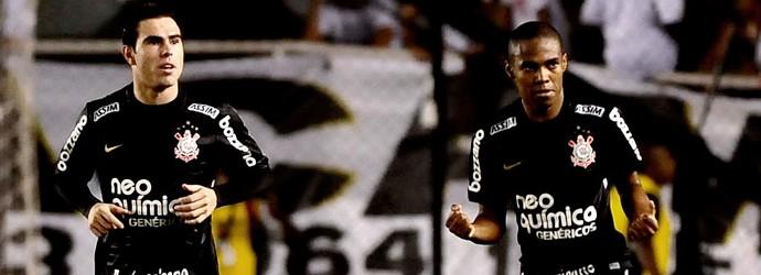 bruno cesar e elias comemoram gol do corinthians sobre o santos (Foto: Marcos Ribolli / Globoesporte.com)