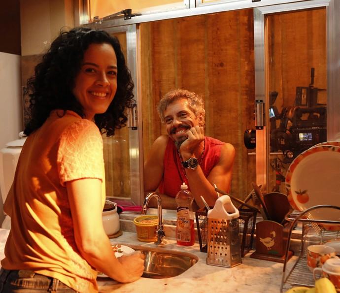 Por trás das telinhas, Maeve Jinkings e Osvaldo Mil deram show de simpatia (Foto: Ellen Soares/ Gshow)