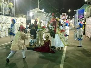 Comissão de frente Mocidade Alegre carnaval 2015 Juiz de Fora (Foto: Roberta Oliveira/ G1)