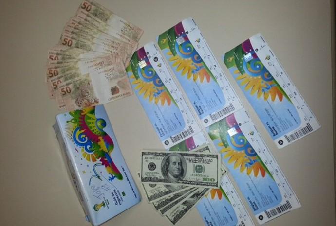 Polícia apreendeu planilhas de contabilidade da quadrilha, mais de cem ingressos, ingressos e documentos diversos