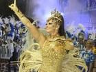 Viviane Araújo mostra boa forma ao desfilar por escola de samba capixaba