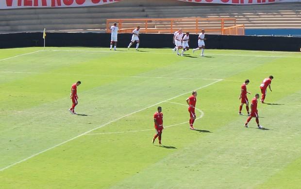 Gol de Robston - Vila Nova x Mogi Mirim (Foto: Fernando Vasconcelos / Globoesporte.com)