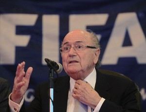Blatter em coletiva em Cuba (Foto: Reuters)