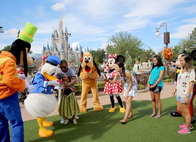 Patrícia Poeta e família se divertem com Mickey e turma (Foto: Leonardo Viso/ Gshow)