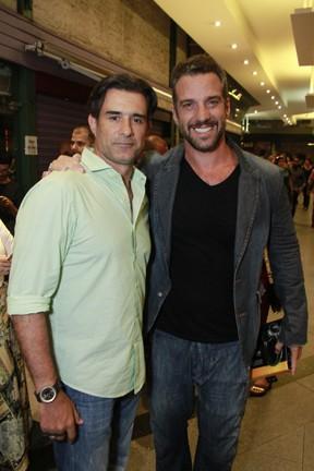 Marcos Pasquim e Carlos Bonow em estreia de peça na Zona Sul do Rio (Foto: Marcos Ferreira/ Brazil News)