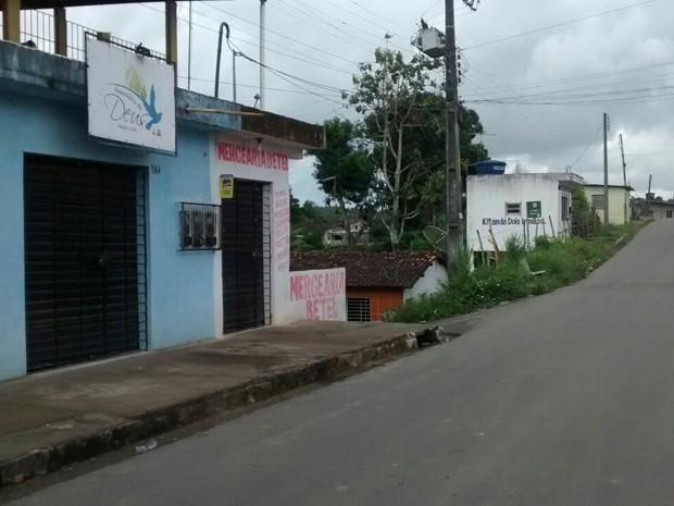 Crime aconteceu na Rua Duque de Caxias, em São Lourenço da Mata (Foto: Camila Torres / TV Globo)